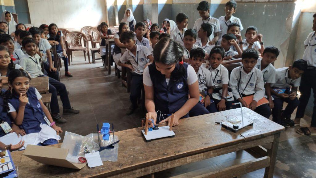 PES Kovilakam School Parappanangadi students expiriment